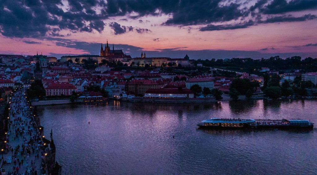 entertainment prague boat cruise with dinner and music 1