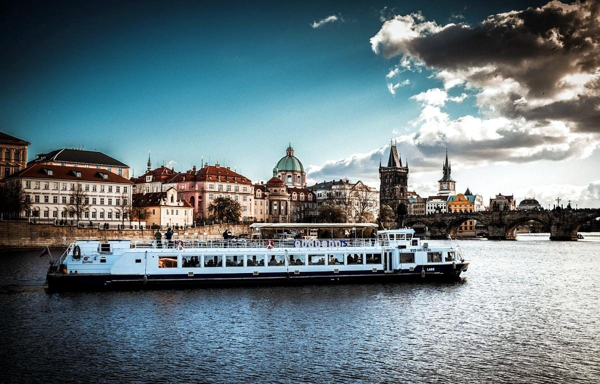 Prague Boat Cruise with Dinner and Music